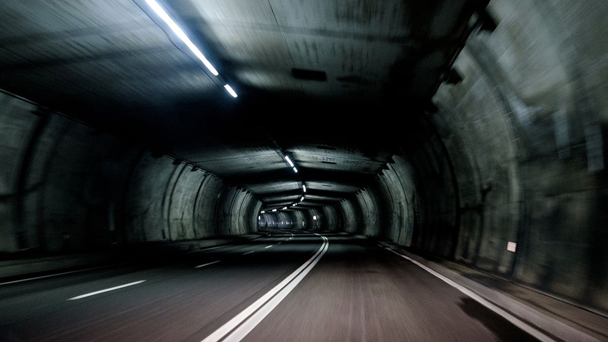 Woman gives birth in husband's truck while speeding through tunnel toward hospital