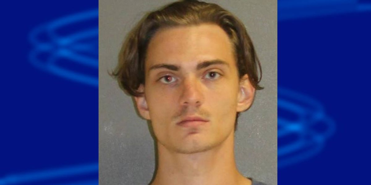 Florida man arrested after making mass shooting threats in text messages, police say