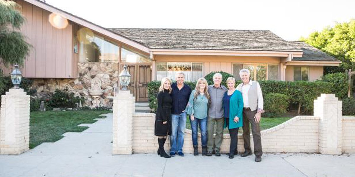 'Brady Bunch' house renovated to look just like show set