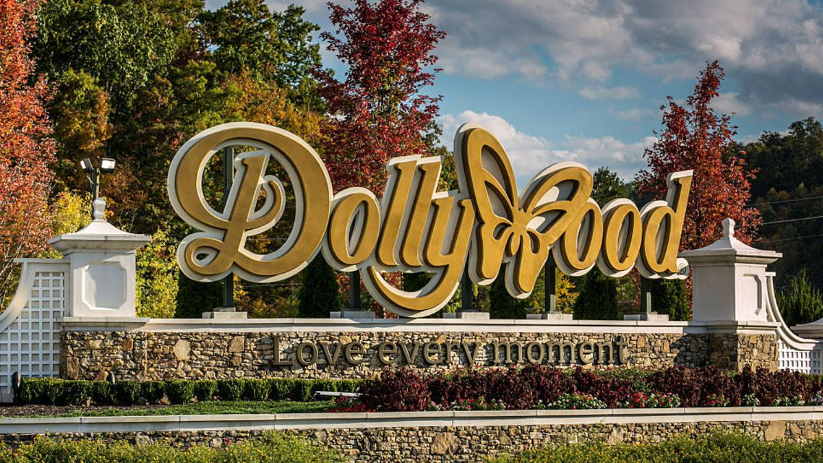 3 people hurt at Dollywood when 'themed decoration' falls