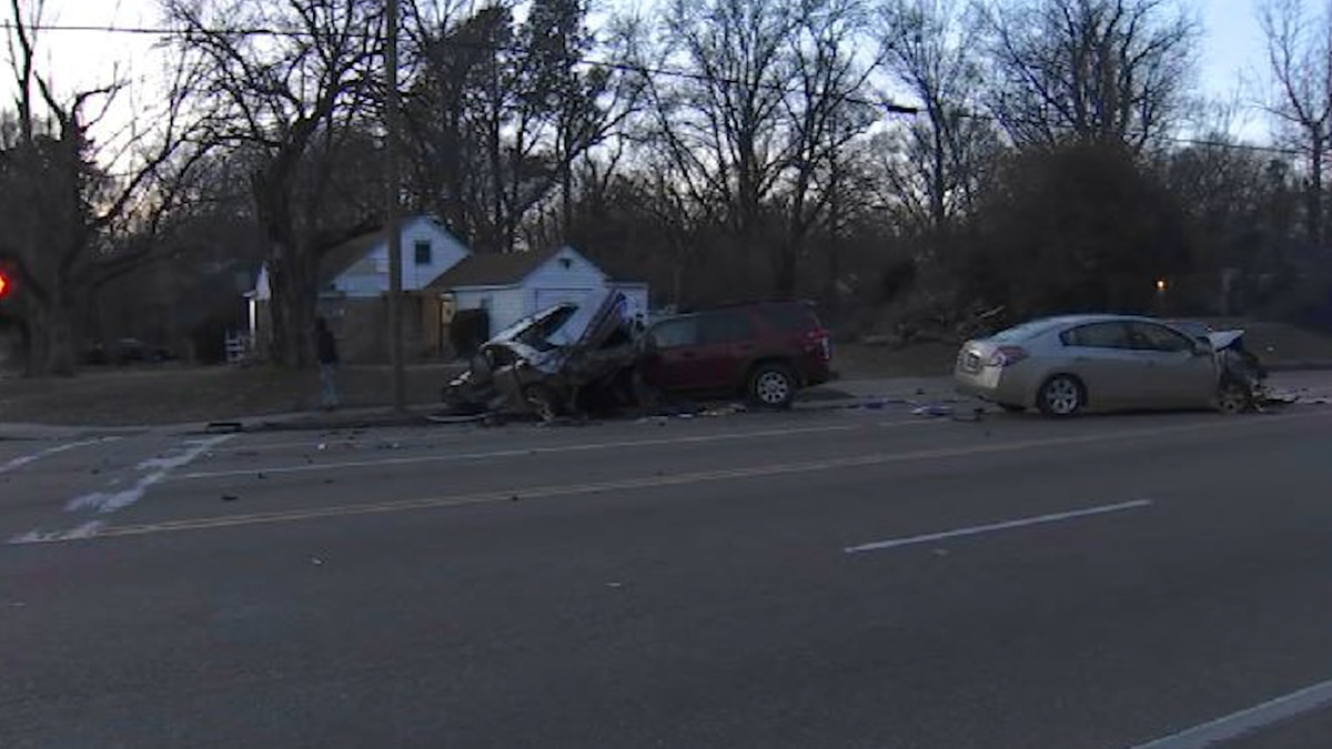 Multiple taken to hospital after multi-car crash in Memphis neighborhood