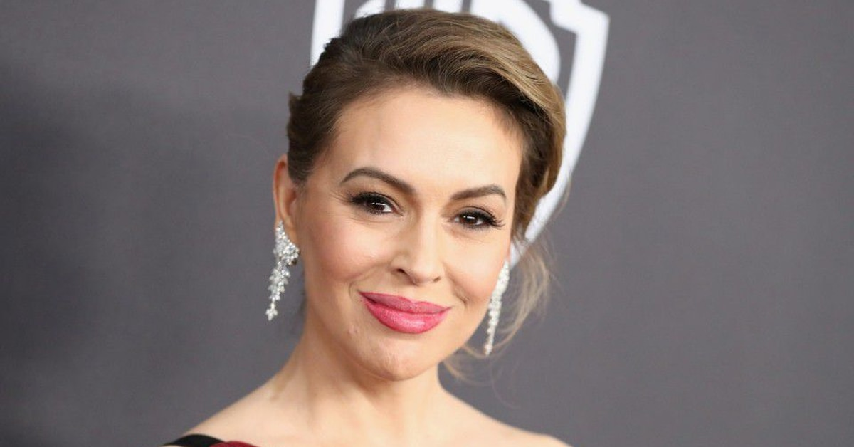 Video Alyssa Milano Shows How Much Hair She S Losing Fighting Covid 19