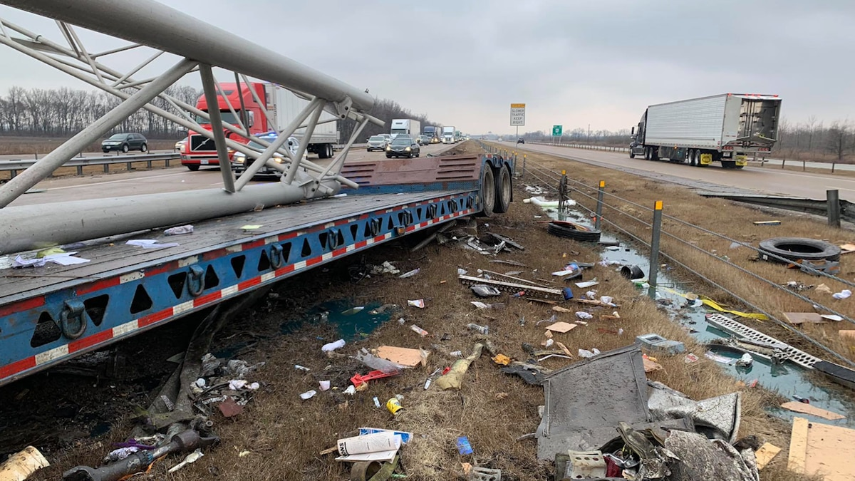 Highway overhead sign damaged, at least 100 gallons of diesel fuel leaked on I-55