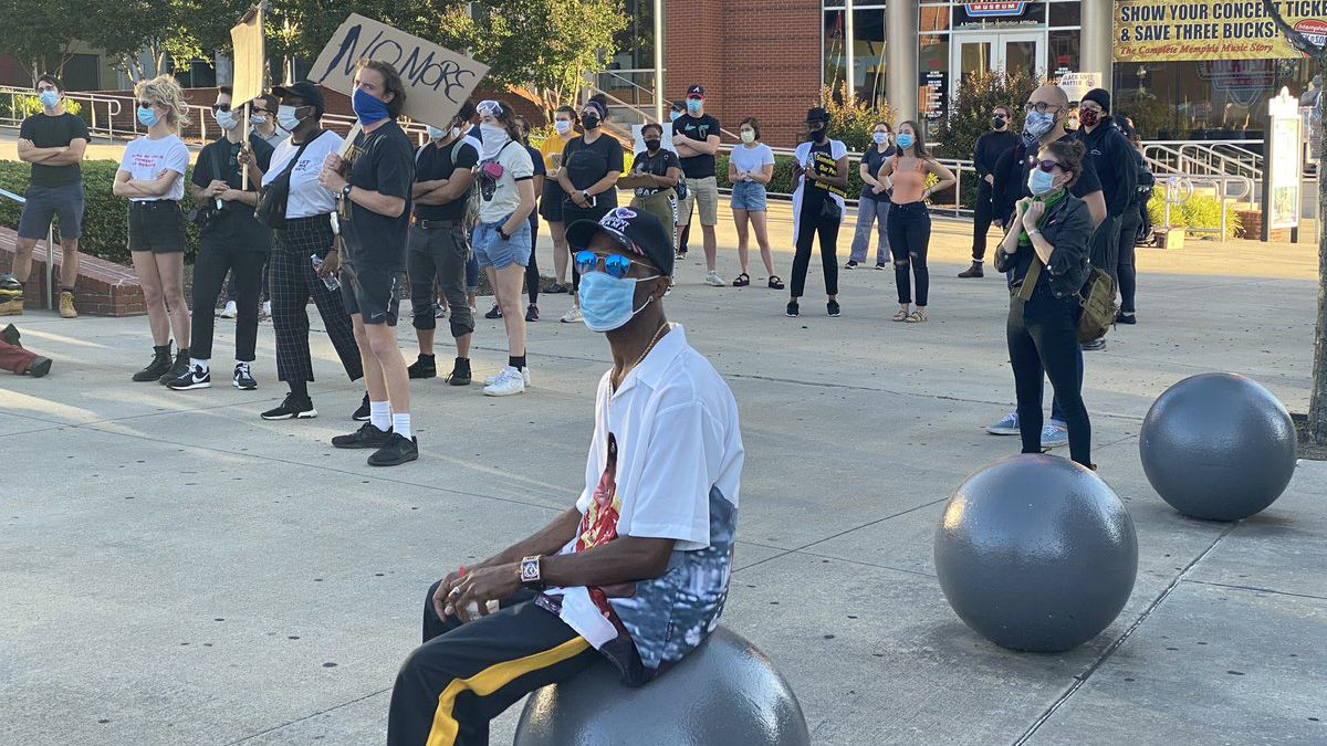 #ICANTBREATH protest for George Floyd ended peacefully in Downtown Memphis