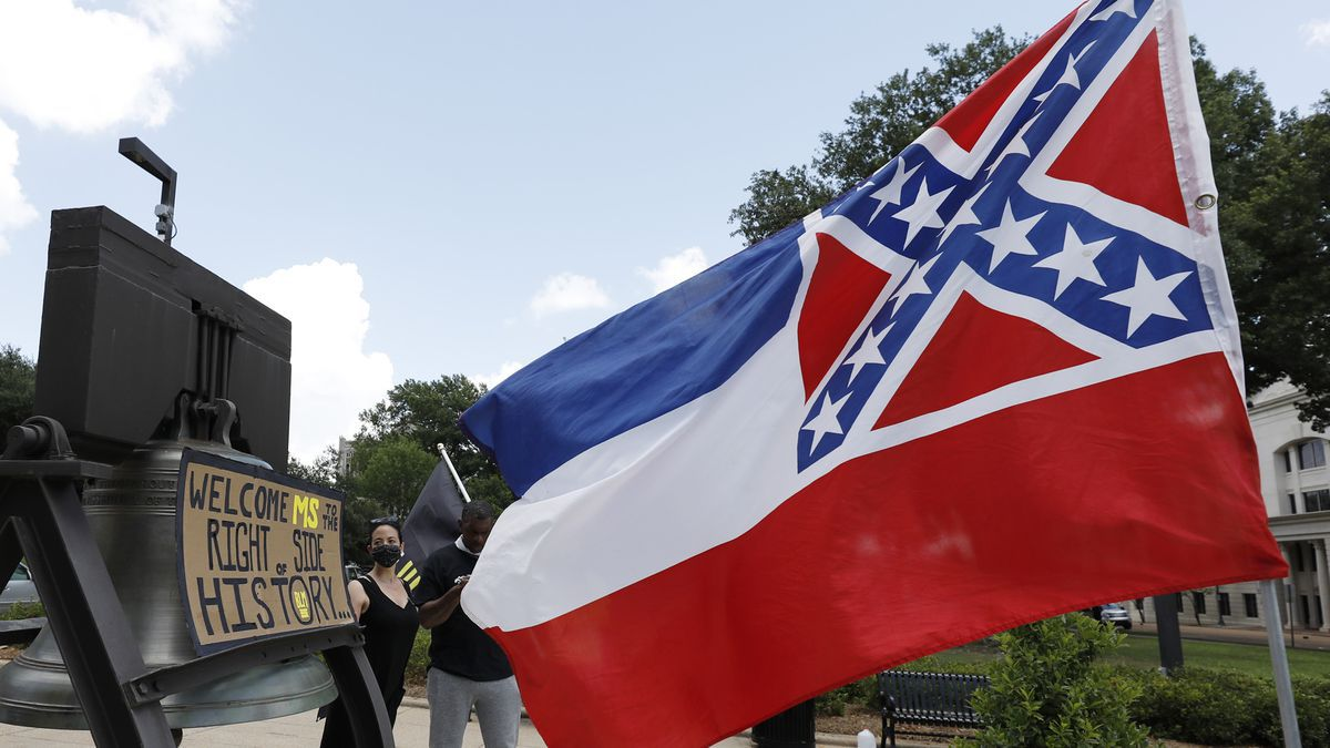 MS governor signs house bill changing state's flag, abandoning Confederate symbol