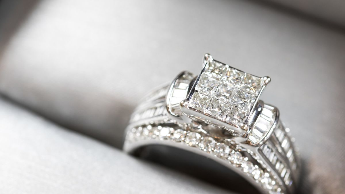 The Best Time And Place To Buy An Engagement Ring