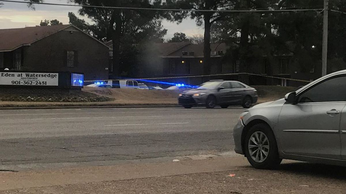 Police on scene of shooting at Memphis apartment complex