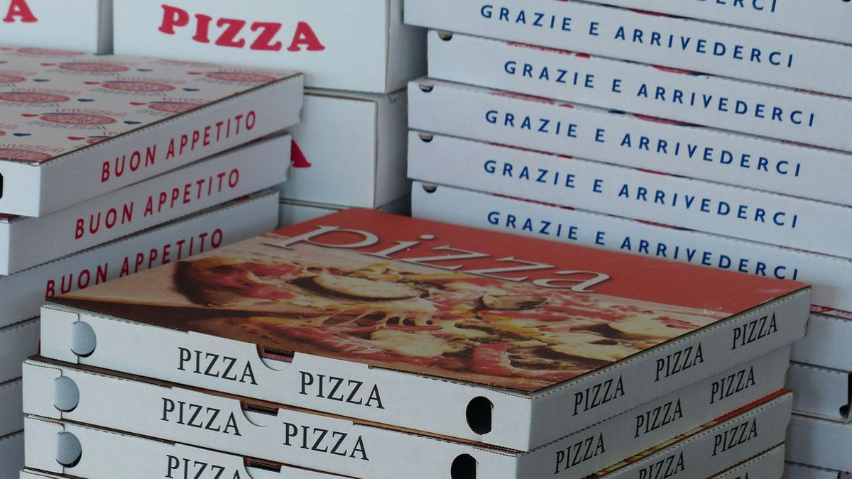 Pizza driver exchanges gunfire with robbers, police say