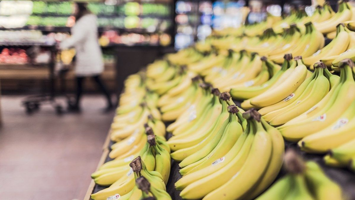 Coronavirus: Grocery store plans to give $10 million in bonus pay to workers