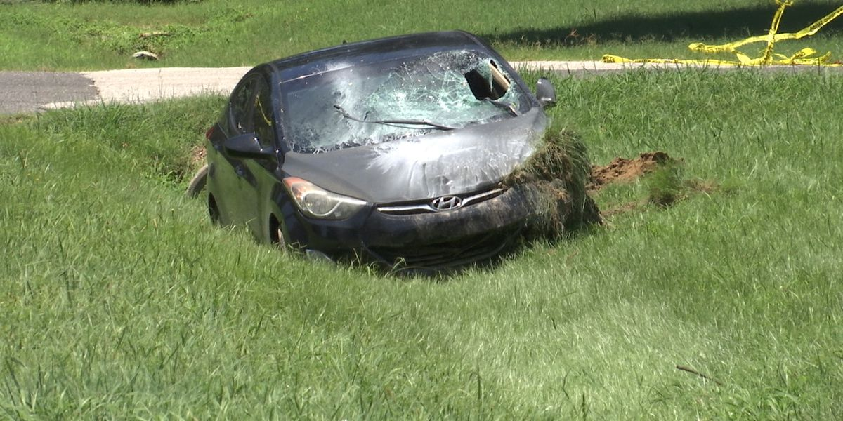 Officials: Man dead after falling from vehicle, hit by another car in South Memphis