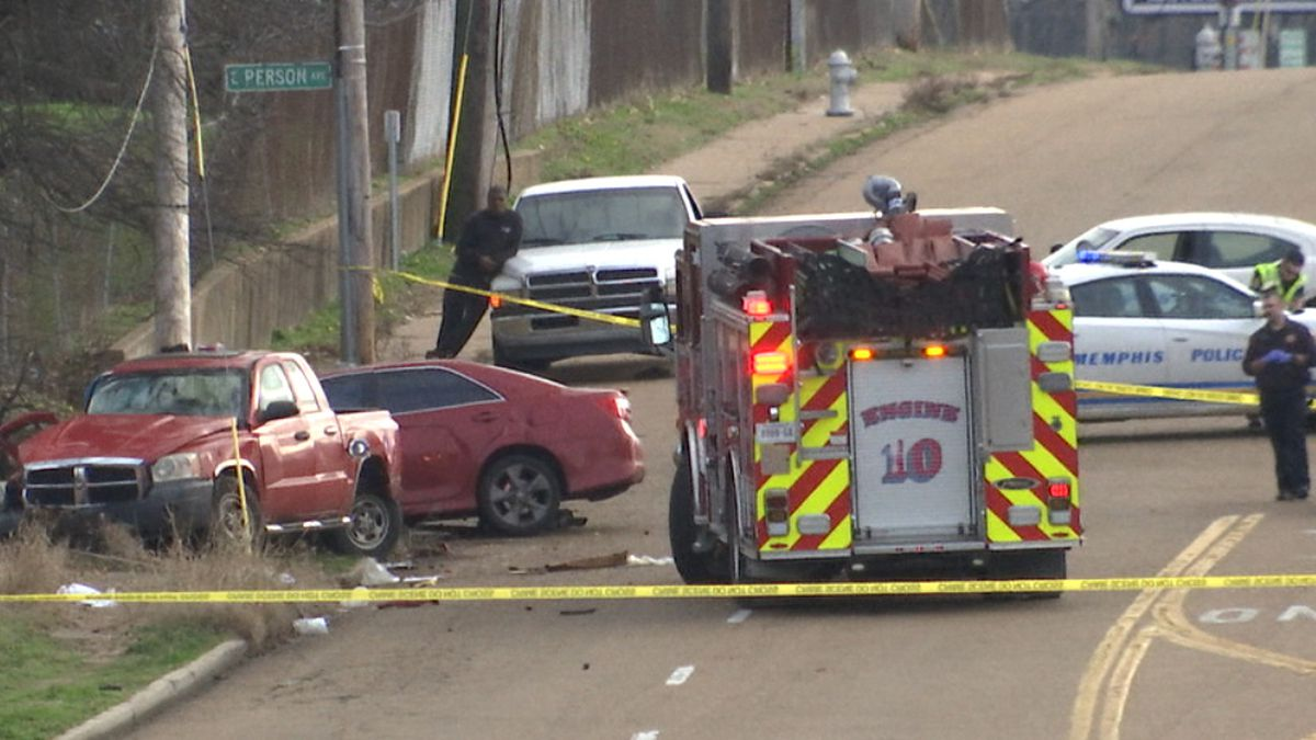 Car crash injures two, temporarily shuts down South Memphis street, police say